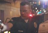 Сцена из фильма Полицейский седан / Crown Vic (2019) Полицейский седан сцена 4