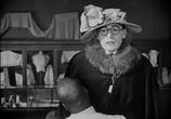 Сцена из фильма Наконец в безопасности! / Safety Last! (1923) Наконец в безопасности! сцена 12