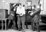 Фильм Тихая улица / Easy Street (1917) - cцена 3