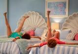 Фильм Барб и Звезда едут в Виста дель Мар / Barb and Star Go to Vista Del Mar (2021) - cцена 3