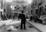 Фильм Тихая улица / Easy Street (1917) - cцена 2