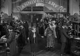 Сцена из фильма Наконец в безопасности! / Safety Last! (1923) Наконец в безопасности! сцена 16