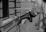 Сцена из фильма Наконец в безопасности! / Safety Last! (1923) Наконец в безопасности! сцена 22
